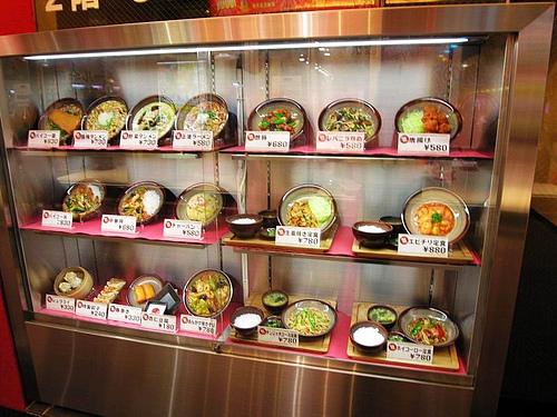 东京新宿香港烤腊里便宜精致的菜肴