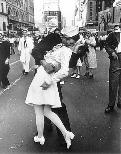 美国圣迭戈港湾胜利之吻塑像