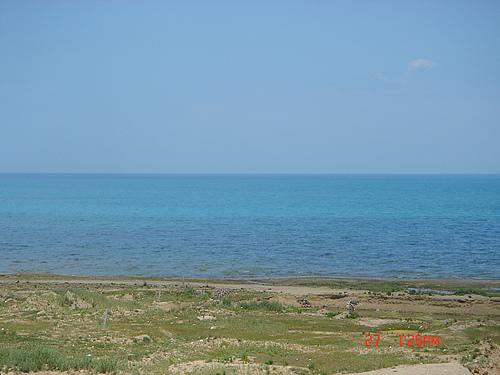 阳光下的青海湖