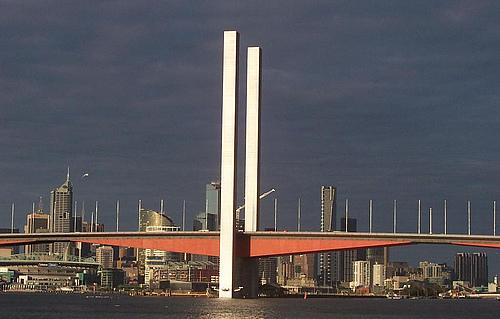 澳大利亚墨尔本雅拉河博尔特大桥