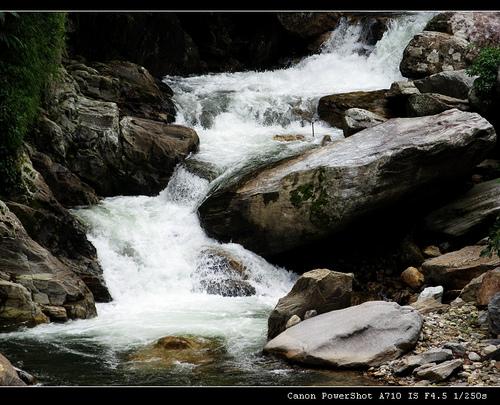 哀牢山的溪水