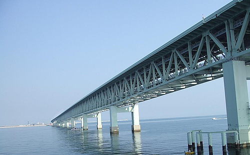 日本大阪关西国际机场联络大桥