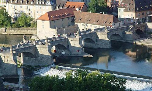 德国巴伐利亚州维尔茨堡美茵河老美茵大桥
