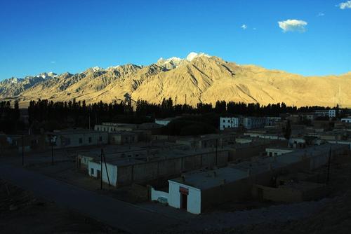09年骑行新藏线、珠峰6300、天葬、佛缘(7月16、17日 塔县-墓士塔格-喀什-叶城)