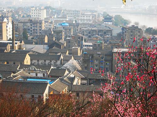 临海的老街和长城