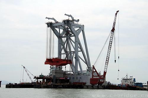 港珠澳大桥承台墩身安装