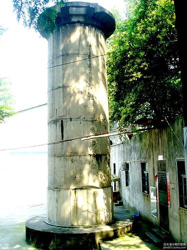 武汉长江大桥五米大型管柱试验实物纪念碑