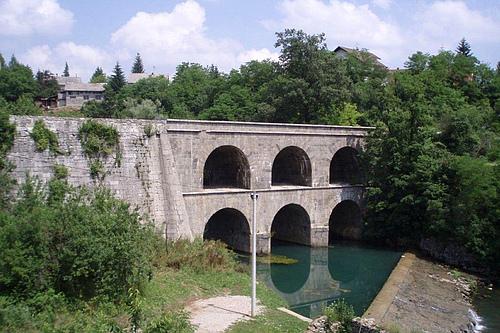 克罗地亚卡尔洛瓦茨县托恩古桥