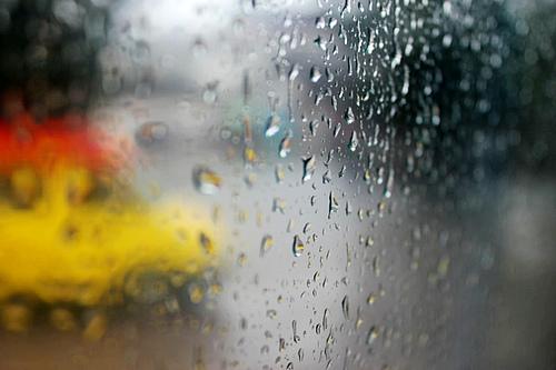 雨声敲打着思念丽江的弦