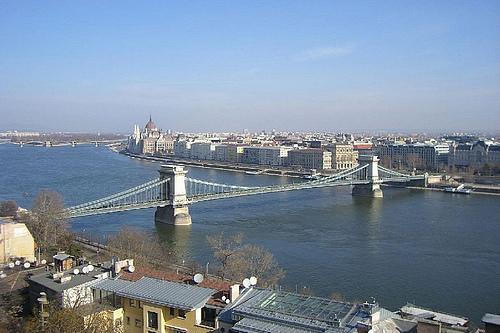 匈牙利布达佩斯多瑙河塞切尼链桥