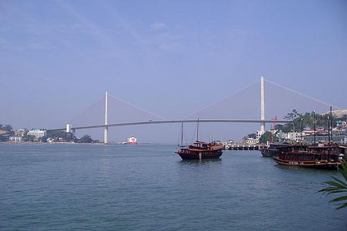 越南广宁省下龙市下龙湾白斋大桥